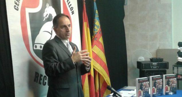 Pedro Varela en Castellón durante una conferencia presentando sus libros, ahora secuestrados.