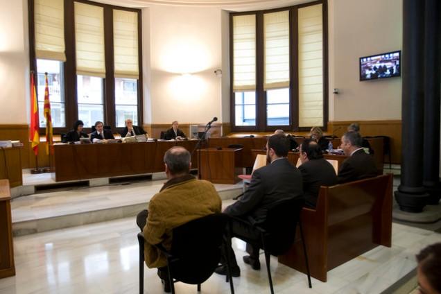 Los cuatro responsables de la librería Kalki, durante el juicio en la Audiencia de Barcelona, en marzo del 2009.