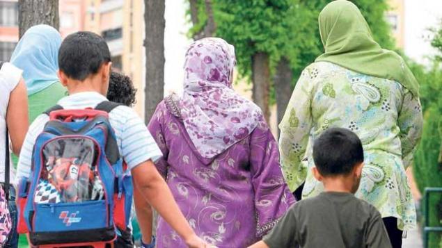 España-año-2016.-familias-musulmanes-acompañan-a-sus-hijos-al-colegio.-Archivo-Efe